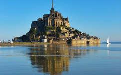 Mont-Saint-Michel szigete dagálykor, Normandia, Franciaország