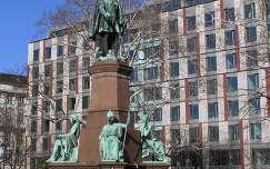 Széchenyi István szobra a Roosevelt téren Budapesten