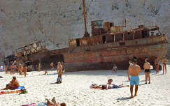 Hajóroncs az öbölben