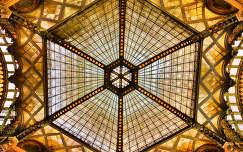 párisi udvar ferenciek tere szecesszió ólomüveg tetőablak műemlék budapest épület hdr magyarország