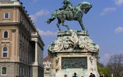 Budapest, Savoyai Jenő szobra a Vár előtt