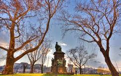 Roosevelt tér gresham lánchíd vár budai platán akác védett szobor fa kertek és padok budapest magyarország