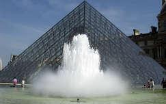 Franciaország, Párizs, Louvre Palota - üvegpiramis
