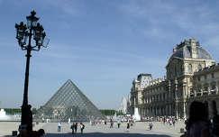 Franciaország, Párizs, Louvre Palota és az üvegpiramis