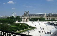 Franciaország, Párizs, kilátás a Louvre Palotából a Kis Diadalívre, a Tuileriák kertjére és az óriáskerékre