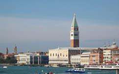 A Szent Márk tér távolból, Velence