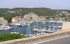 Bonifacio kikötője, Korzika, Franciaország
