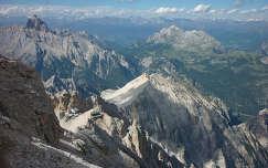 Olasz Dolomitok, Cristallo csoport,  Lorenzi-ház a távolból