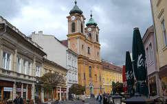Székesfehérvár -Fő utca-Nepomuki szennt János templommal. Építették a jezsuiták 1744 és 1751 között.Fotó: Kőszály