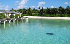 trópusi sziget ház tengerpart maldív-szigetek stég és moló tenger nyár