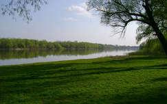 Szentendrétől nem messze a Dunaparton