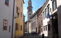 Sopron - belvárosi utcarészlet az ev.templommal.  fotó: Kőszály