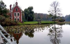 Magyarország, Dég, Festetics-kastély parkja, a park tavának szigetén álló Hollandi ház