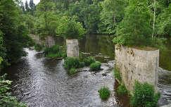 régi hídpillérek az Ilz folyón; Passau,Németország