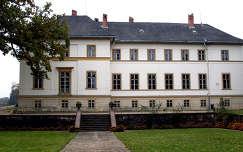 Magyarország, Dég, Festetics-kastély a rózsakert felől