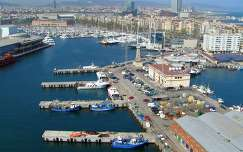 Barcelona, látkép a kikötőről