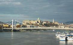 Erzsébet-híd, háttérben a budai vár, Mátyás templom Budapest