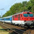 A Gorillának becézett ZSSK 350 sorozatú Szlovák villamosmozdony és vonata a 70-es fővonalon,Istvántelek előtt.-Fotó:Szolnoki Tibor
