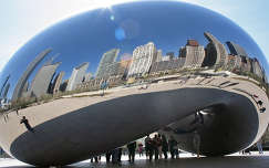 Az acel gomb (The Bubble) in Chicago, USA